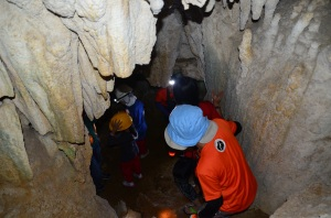 the descent into Balao Cave